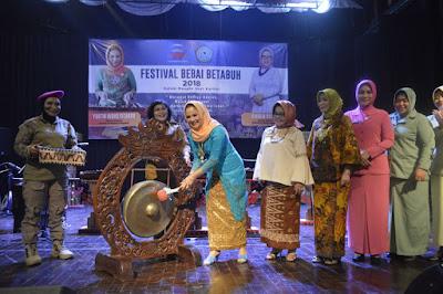 Ketua DKL Yustin Ficardo Buka Festival Bebai Betabuh 2018
