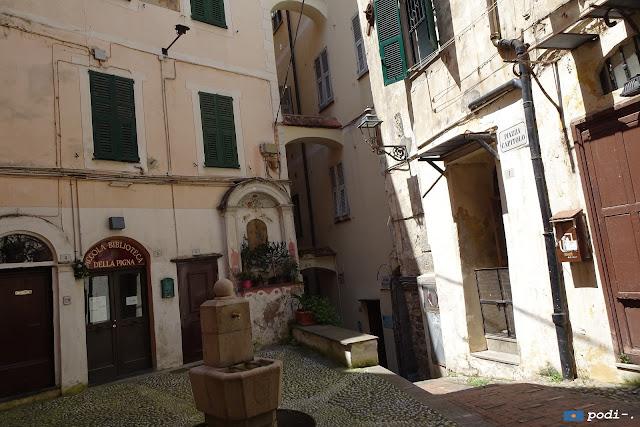 Sanremo, la Pigna, piazza Capitolo