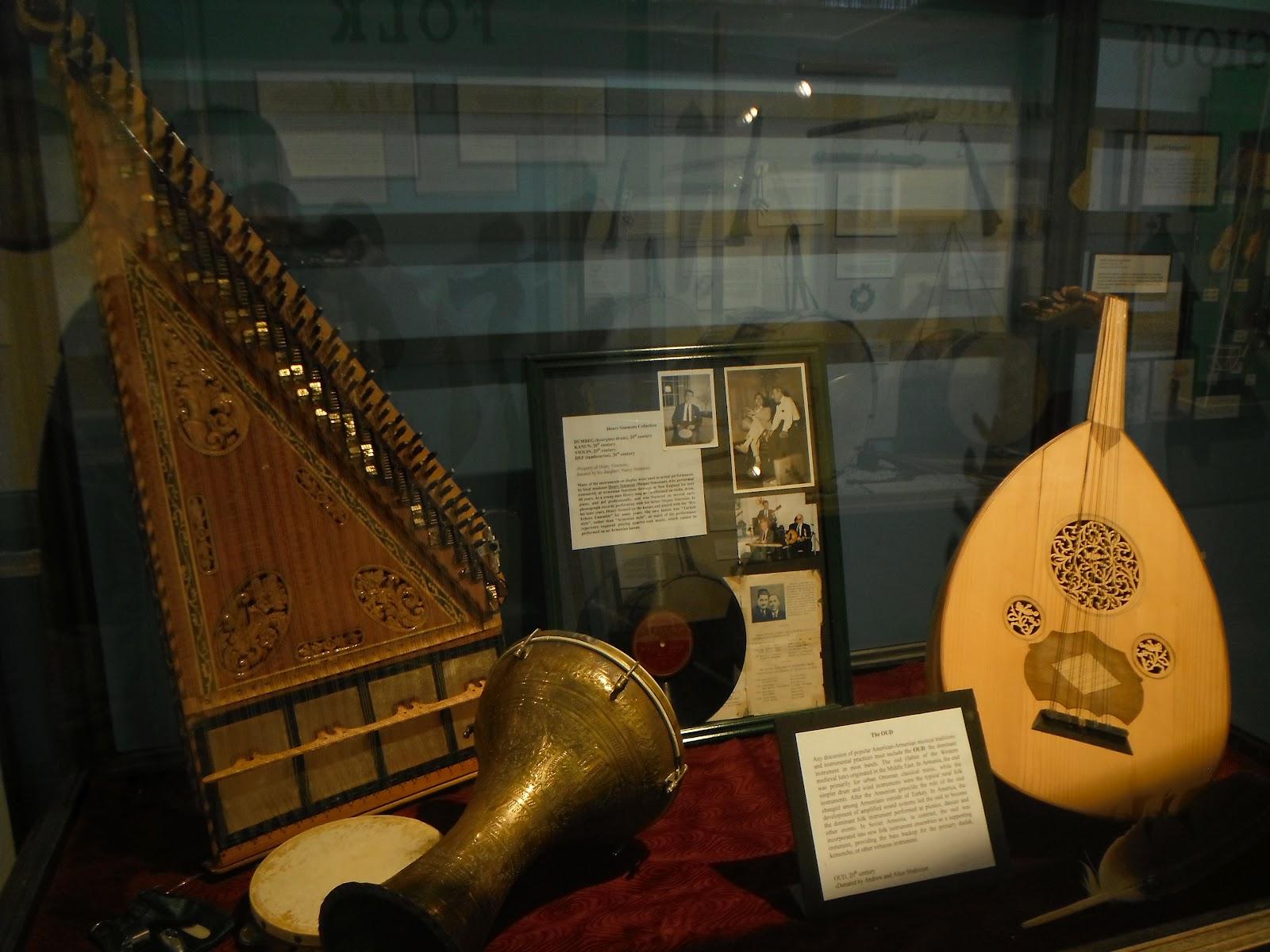 К примеру, сантиметровый дудук считается наиболее подходящим для исполнения любовных песен, в то время как более короткий чаще аккомпанирует танцам.