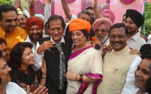 BJP candidate Kirron Kher, Ex-MP Satya Pal Jain & other Leaders during maha panchayat at Khuda Ali Sher in Chandigarh.