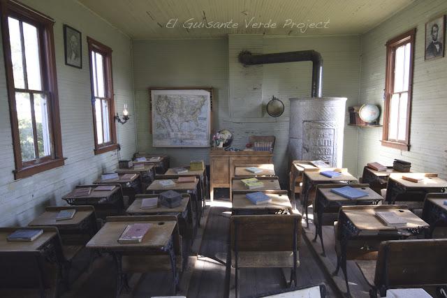 1880 Town - Dakota del Sur, Escuela