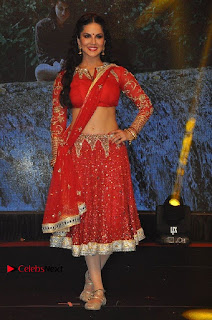 Bollywood Actress Model Sunny Leone Dance Performance in Red Half Saree at Rogue Audio Launch 13 March 2017  0051.jpg