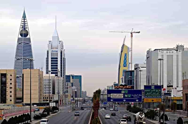 RIYADH BANS MUSIC AND SMOKING IN RESTAURANTS AND MALLS