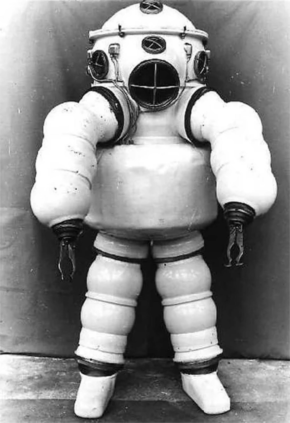 Neufeldt-Kuhnke suit. This third generation shell (produced between 1929-1940) with a closed circuit breathing system was safe up to a depth of 525 feet (160 m), and had a telephone.