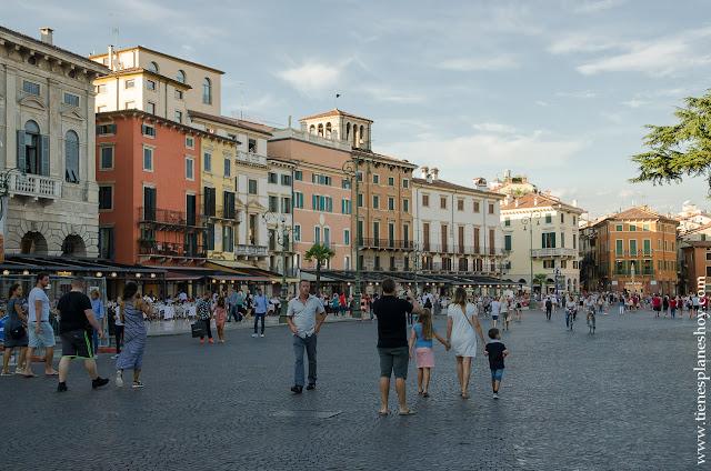 Piazza Bra Verona Italia ciudades monumentales Italia