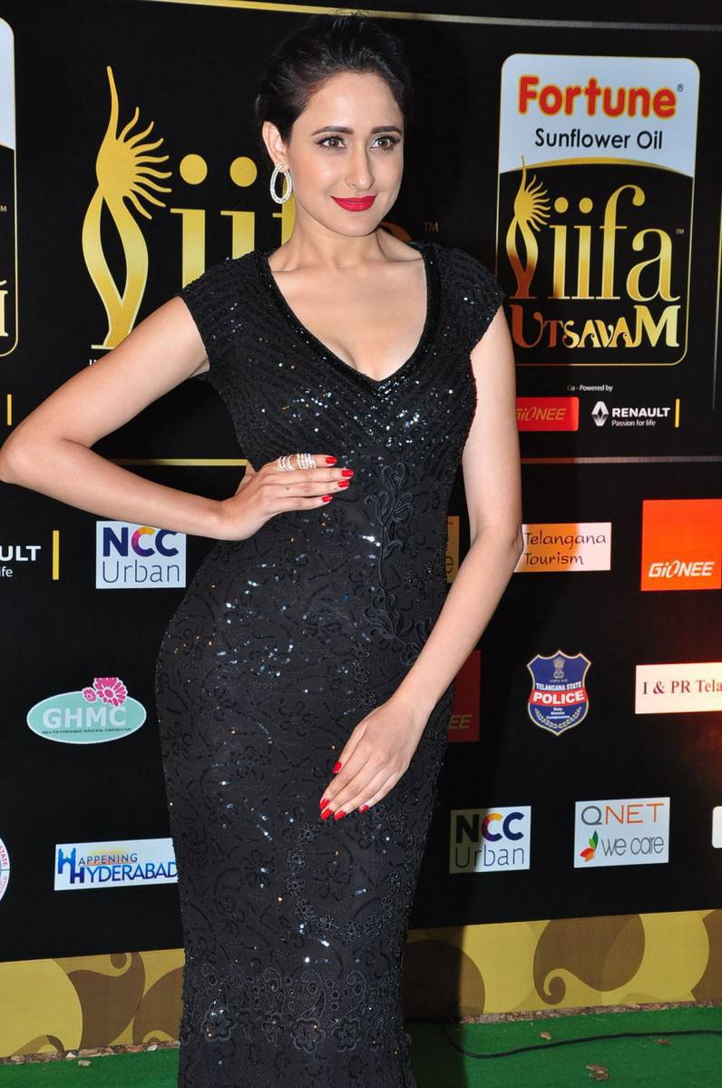 Pragya Jaiswal Hot Stills At IIFA Utsavam Awards 2016