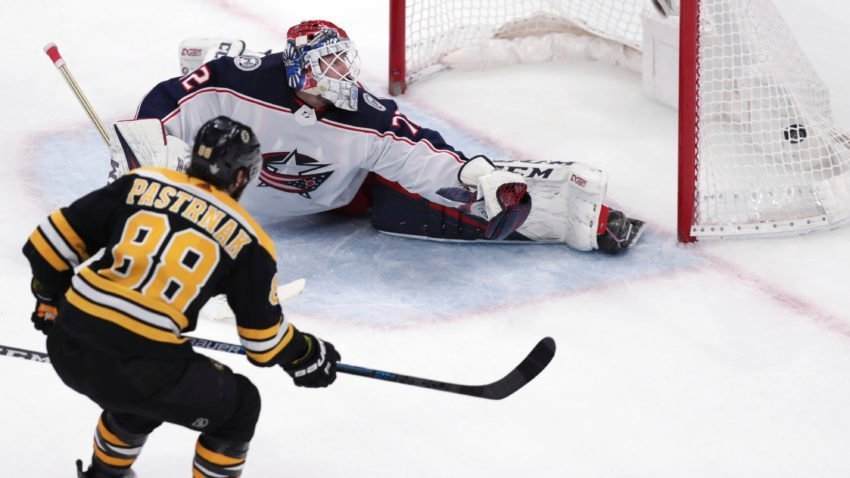 David Pastrnak's late goal lifts Bruins past Columbus Blue Jackets in Game 5