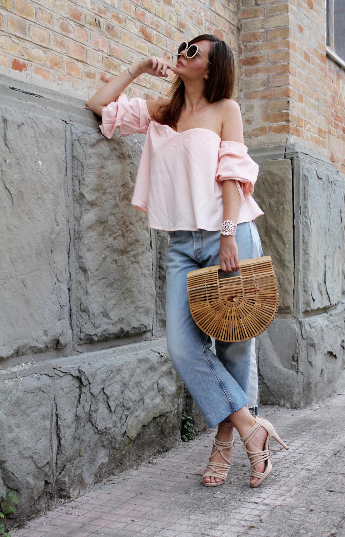 top rosa spalle scoperte