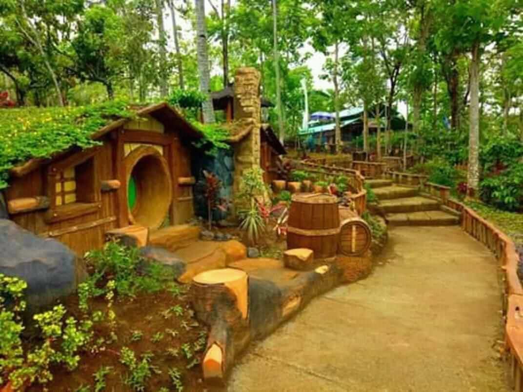 Wisata Banyu Mili Jombang berkonsep Rumah Hobbit