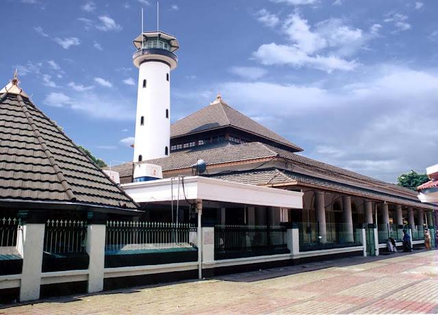 Masjid Dan Makam Sunan Ampel
