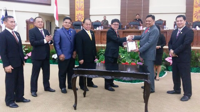 Usai Dibahas, DPRD Sulut Paripurnakan Penyerahan Keputusan LKPJ Gubernur TA 2017
