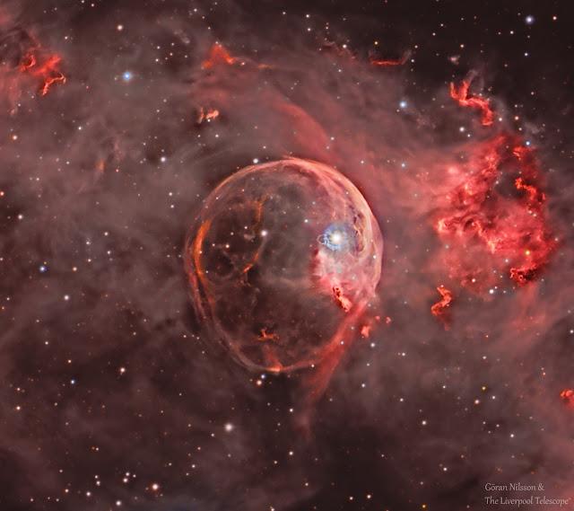 NGC 7635: Tinh vân Bong bóng mở rộng. Hình ảnh: Göran Nilsson & The Liverpool Telescope.