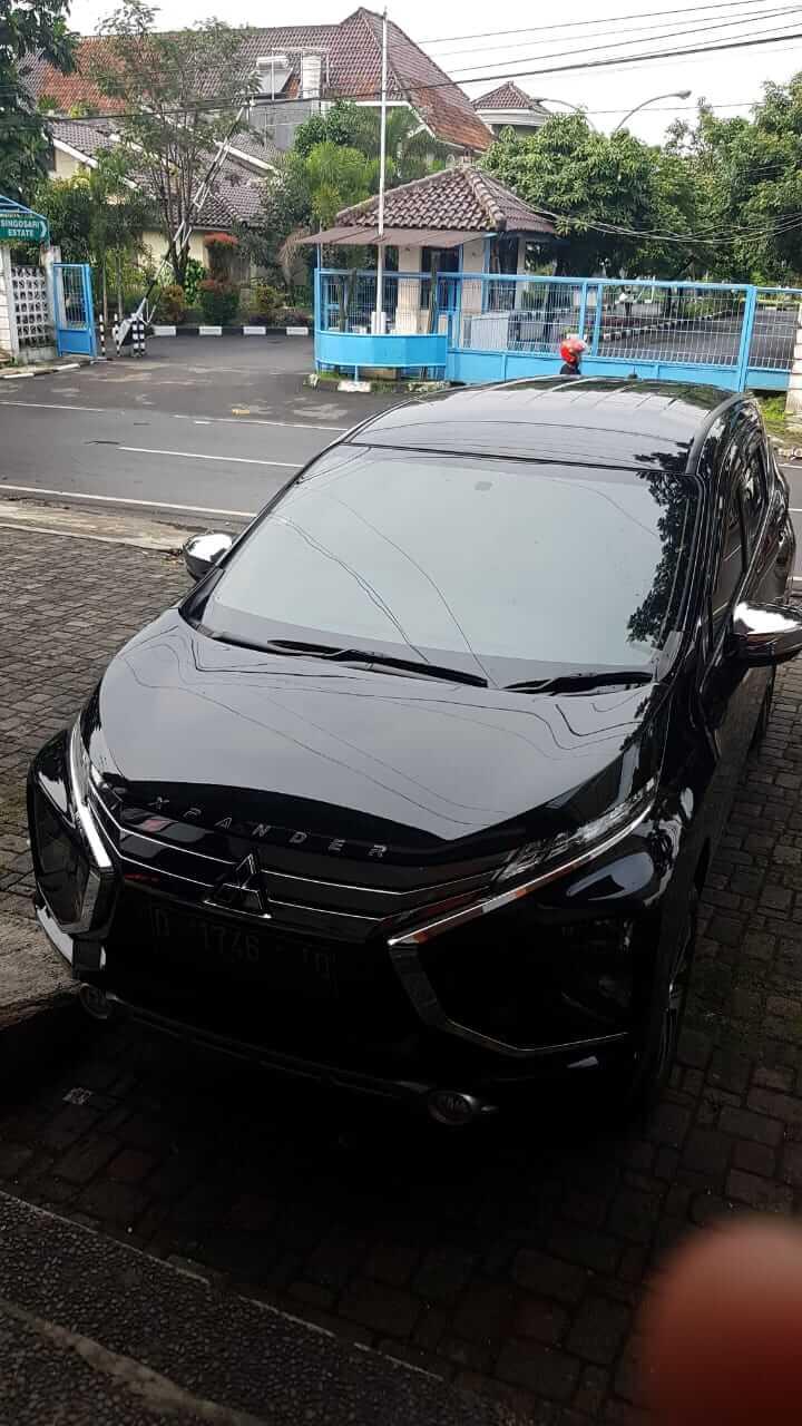 Mitsubishi Xpander Ultimate hitam polos