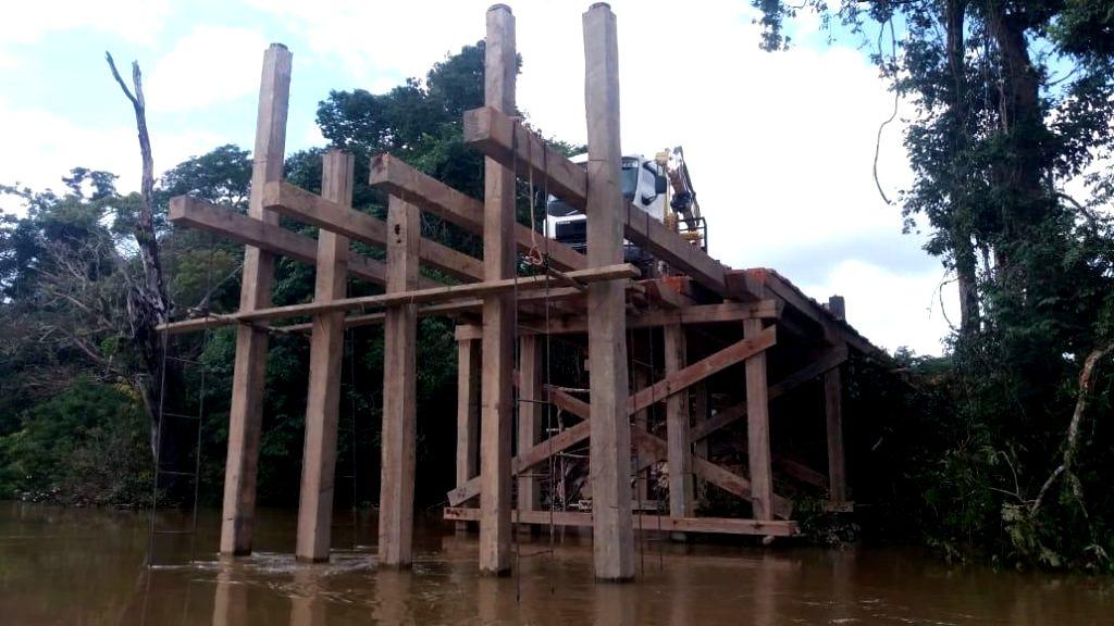 Ponte ilegal sobre no rio Jamanxim deve triplicar transporte de madeira em Itaituba