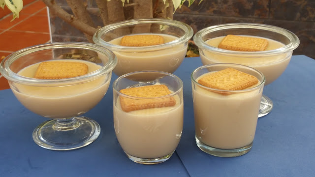 POSTRE DE GALLETAS RELIEVE EN THERMOMIX.