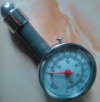 pengukur tekanan angin ban