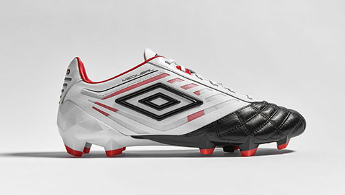 Football-Boots-Umbro-Medusae-with-White-Black-and-Grenadine-1
