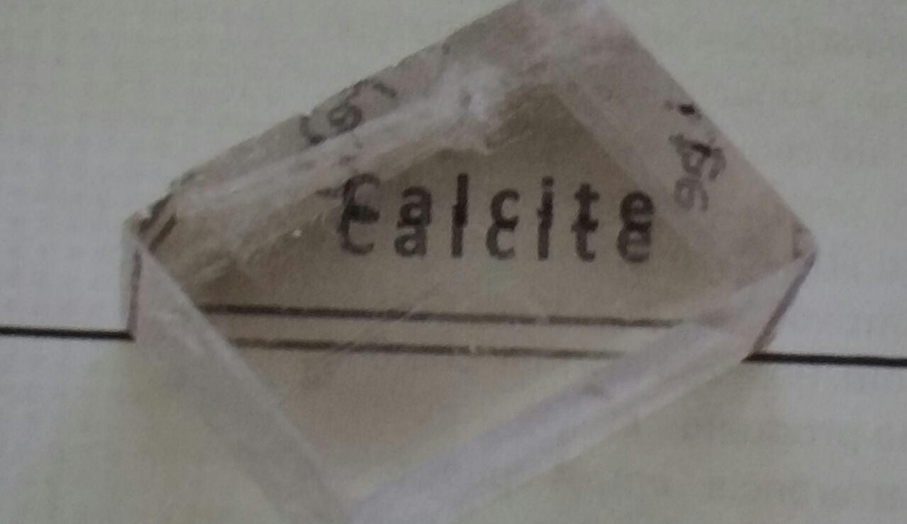 Em 1808, o físico francês Étiénne Louis Malus (1775-1812) identificou outro  fenômeno resultante da interação da luz com a matéria um cristal  transparente de ... da53a33cbd