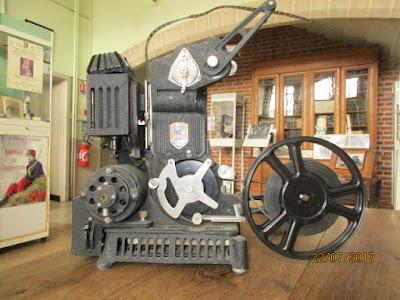 Projecteur PATHE-BABY-LUX version n° 03 1001 YD 12, 1931 (collection musée)
