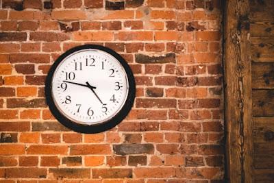 Η ώρα είναι πέντε το πρωί - Μελοποίηση