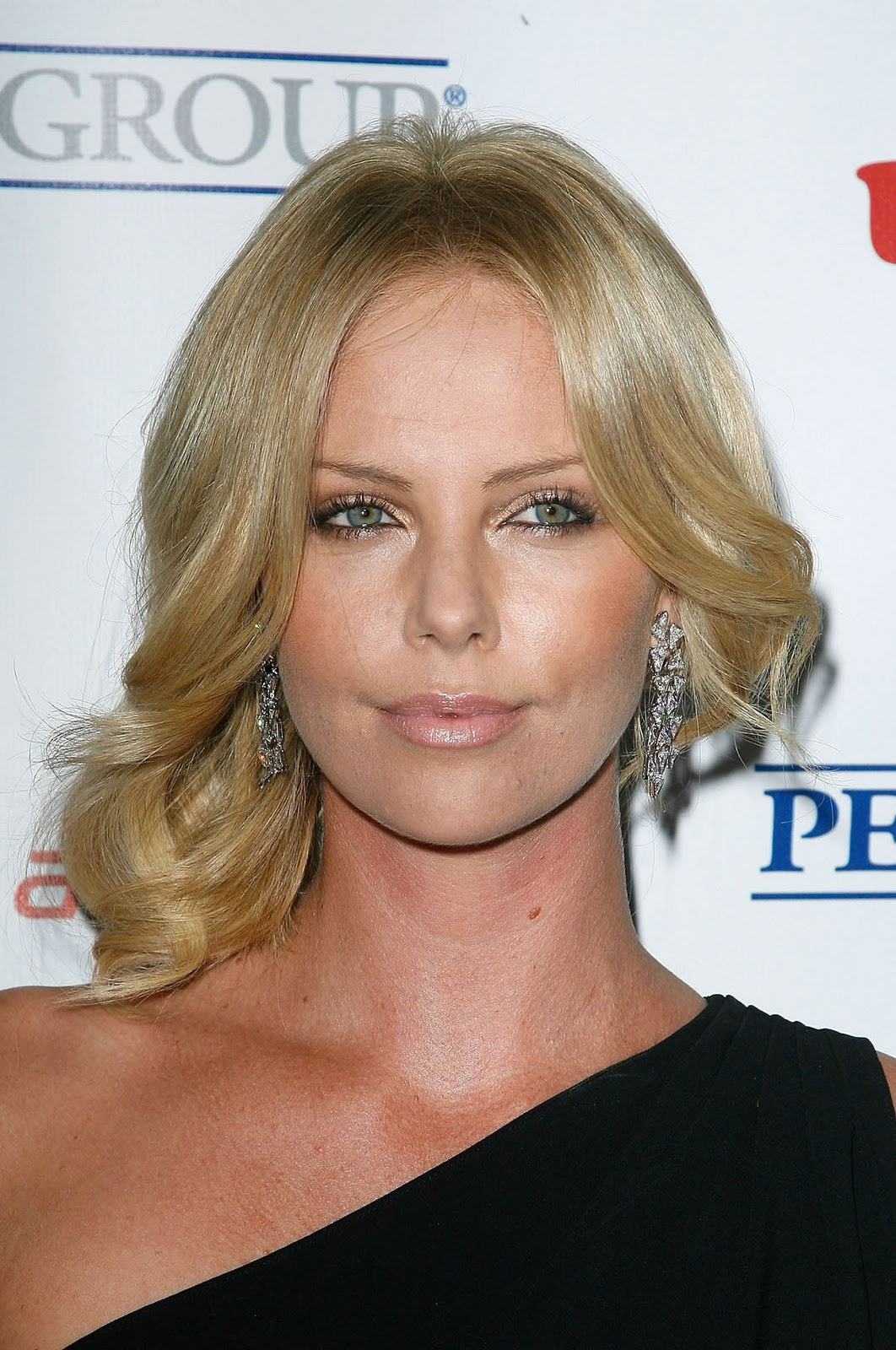 a new life hartz: charlize theron different hairstyle