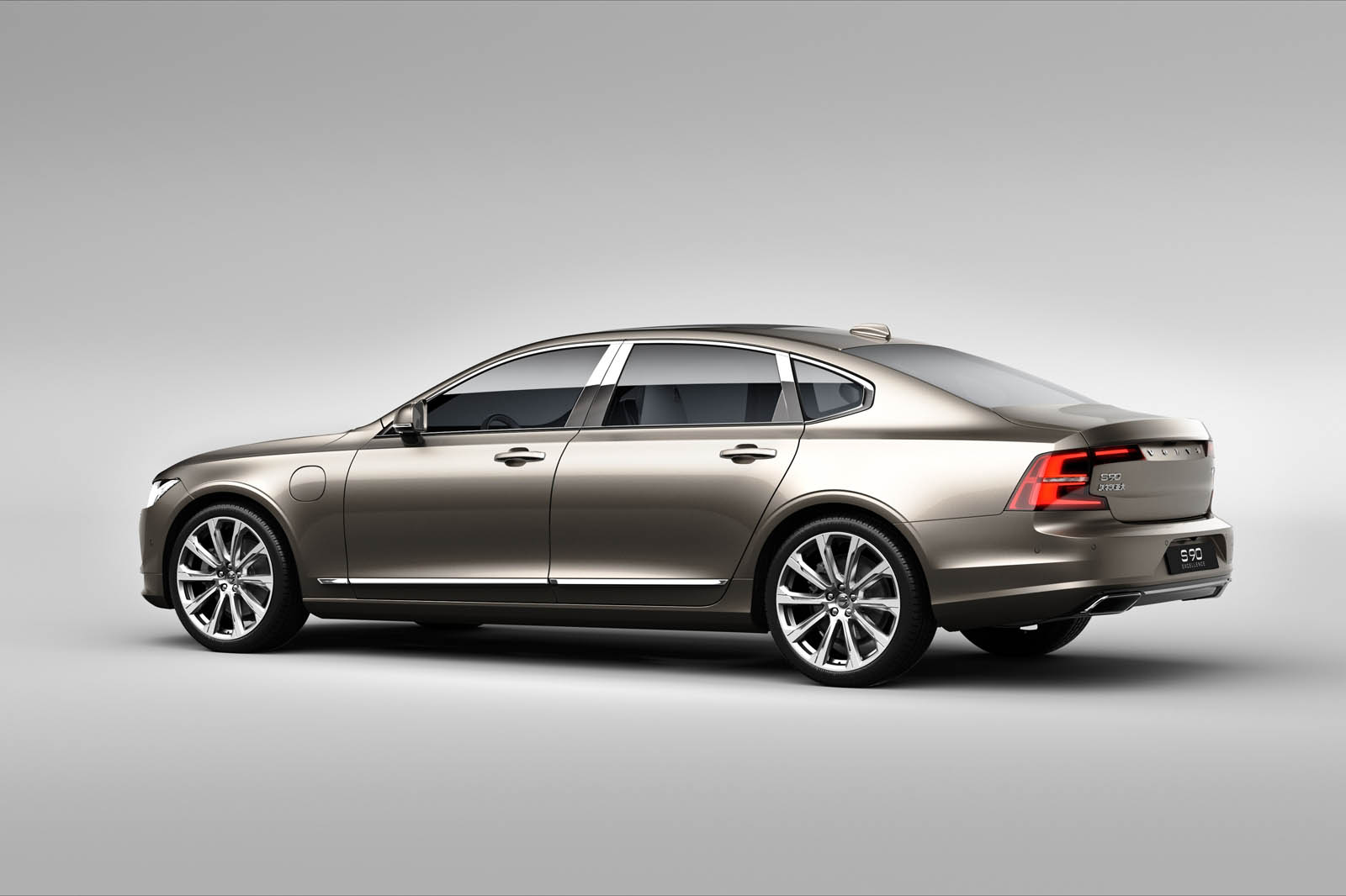 2018 Volvo S90 T8 Twin Engine Phev With 400hp Reaches