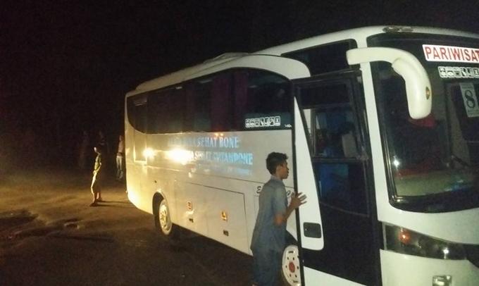 Bus Jamaah Haji Asal Bone Mogok di Tompo Ladang Maros