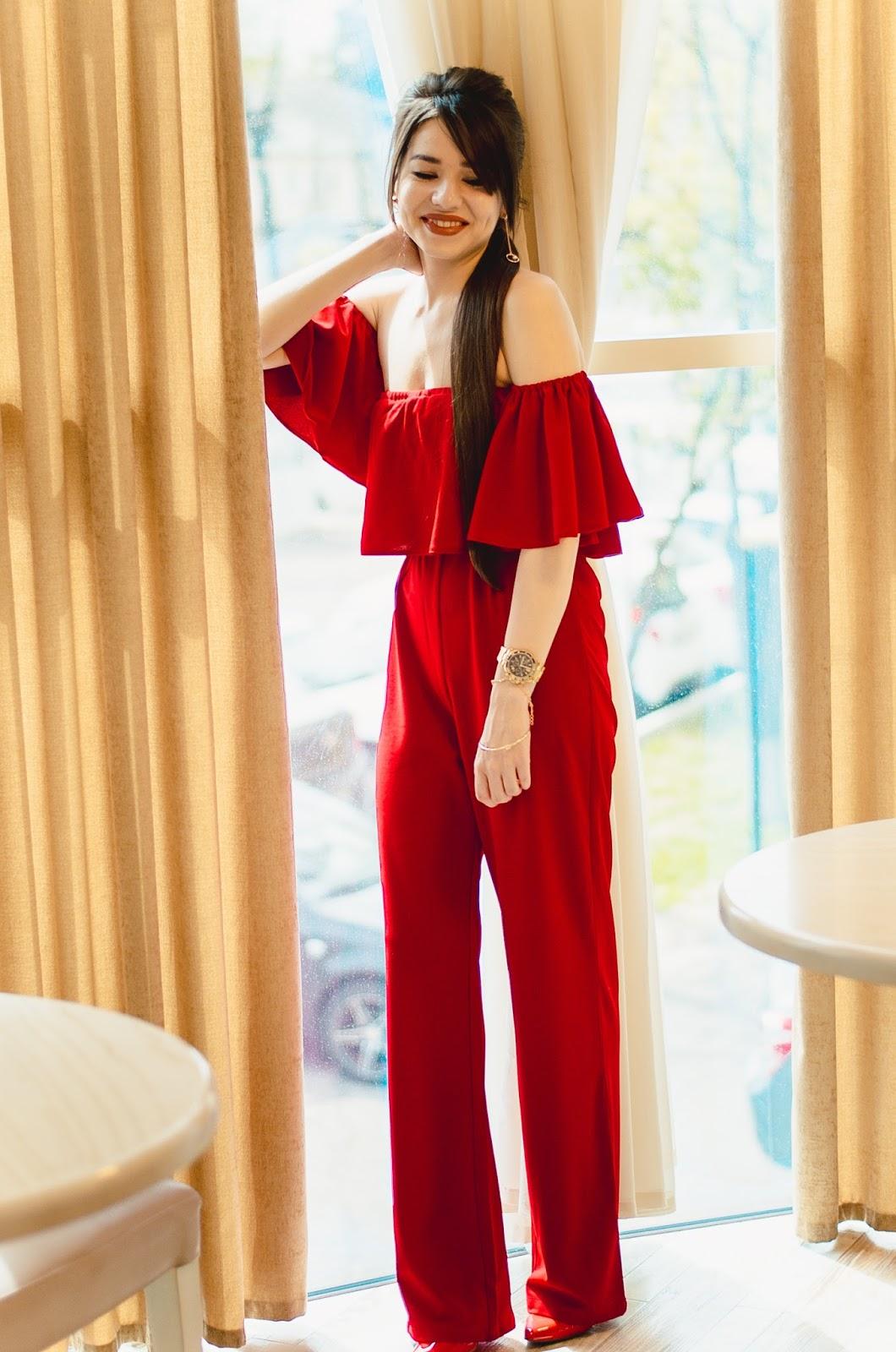 fashion blogger diyorasnotesdiyora beta red jumpsuit red heels