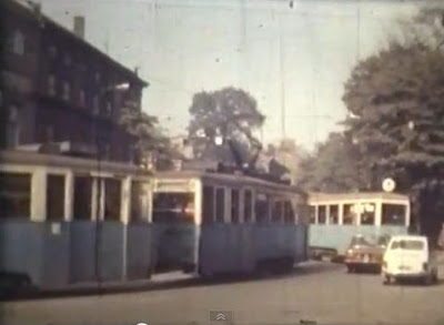 Wagon typu N w rejonie przystanku