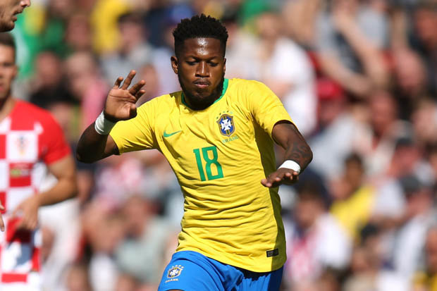 Sao Brazil chỉ cách Old Trafford một bước chân