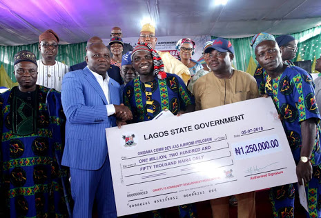 Ambode Gives N500 Million To 275 CDAs In Lagos (Photos)