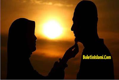 Nabi Melarang Suami-Istri Bermesraan di Depan Umum, Termasuk Upload Foto Mesra di Sosmed