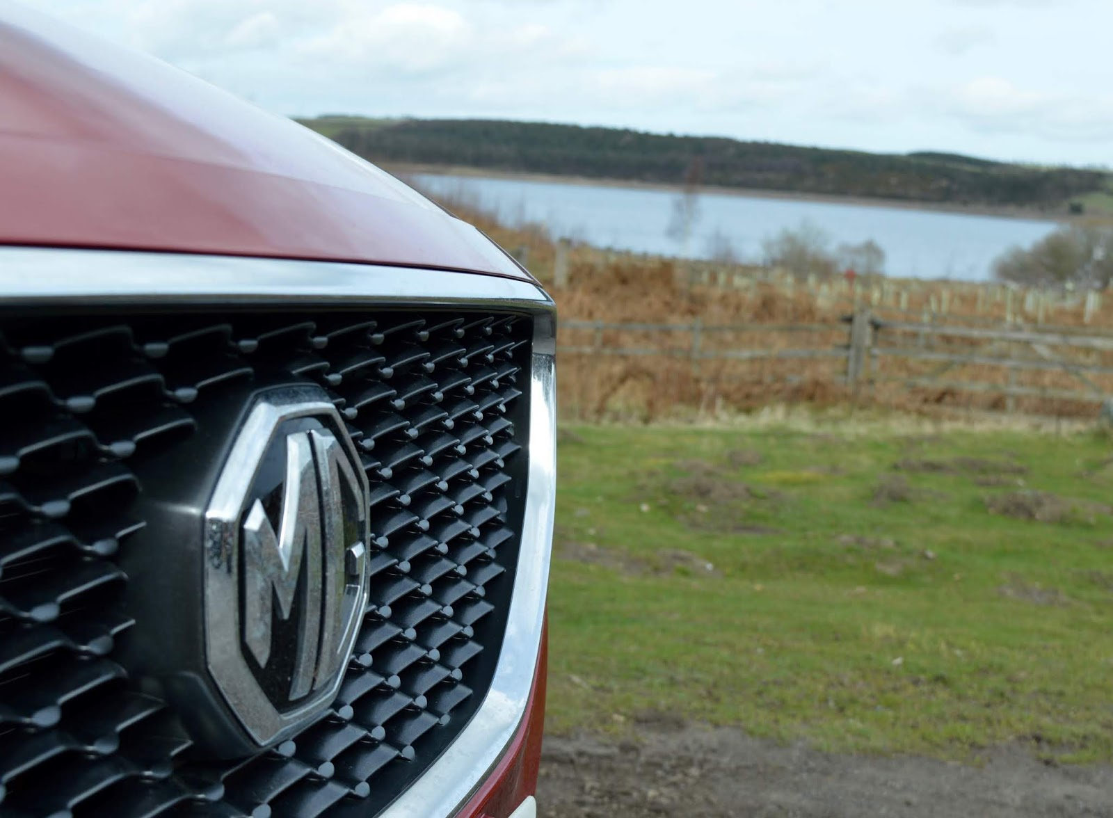 MG ZS 1.5 Excite Review | A New Compact SUV for less than £13,000 - MG badge