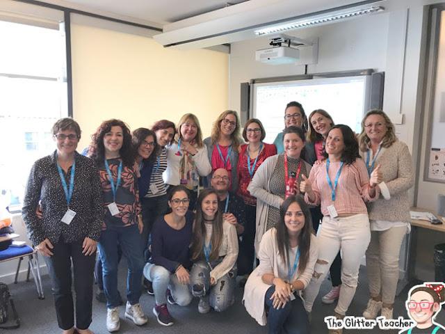 Compañeros/as de clase de inglés con la beca de inmersión para maestros/as de inglés