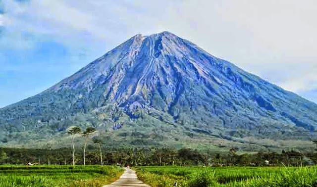 Gunung Semeru, di Lumajang, Jawa Timur