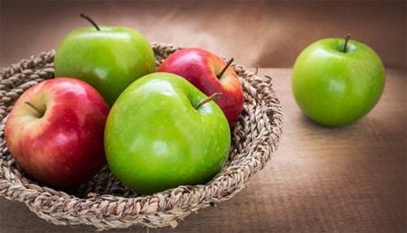 تفسير رؤية التفاح في المنام بالتفصيل