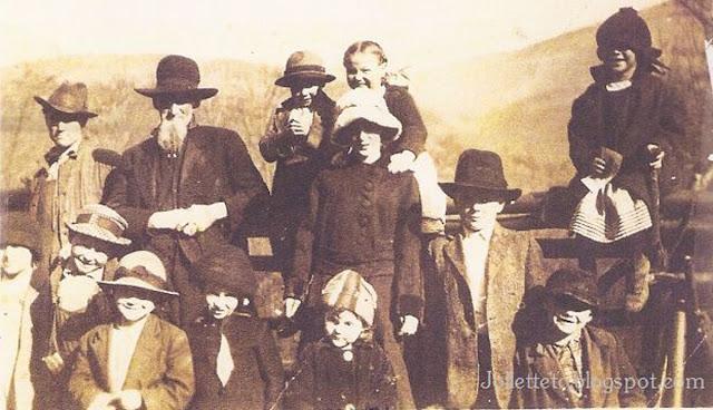 Henry Timber Frazier with grandchildren and cousins Greene County, VA about 1920 https://jollettetc.blogspot.com