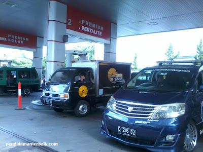 Isi bahan bakar di Pom Bensin Pertamina