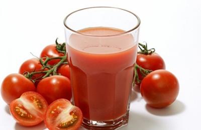 Pengobatan jerawat dan mencerahkan kulit Menggunakan Tomat