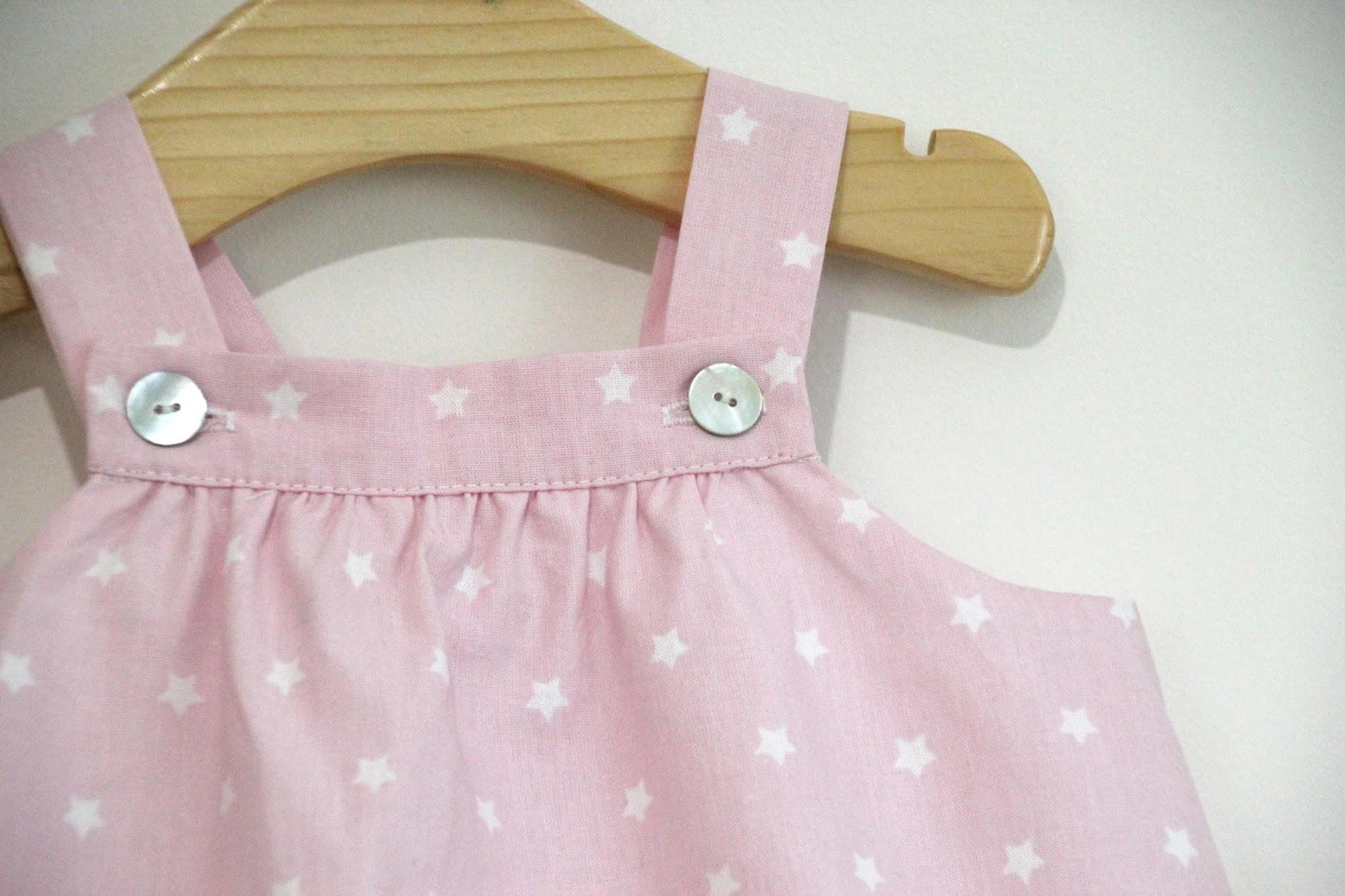 DIY Tutorial y patrones gratis VESTIDO y BRAGUITAS para bebé niñas. Costura ropa  bebés. 13b01213939
