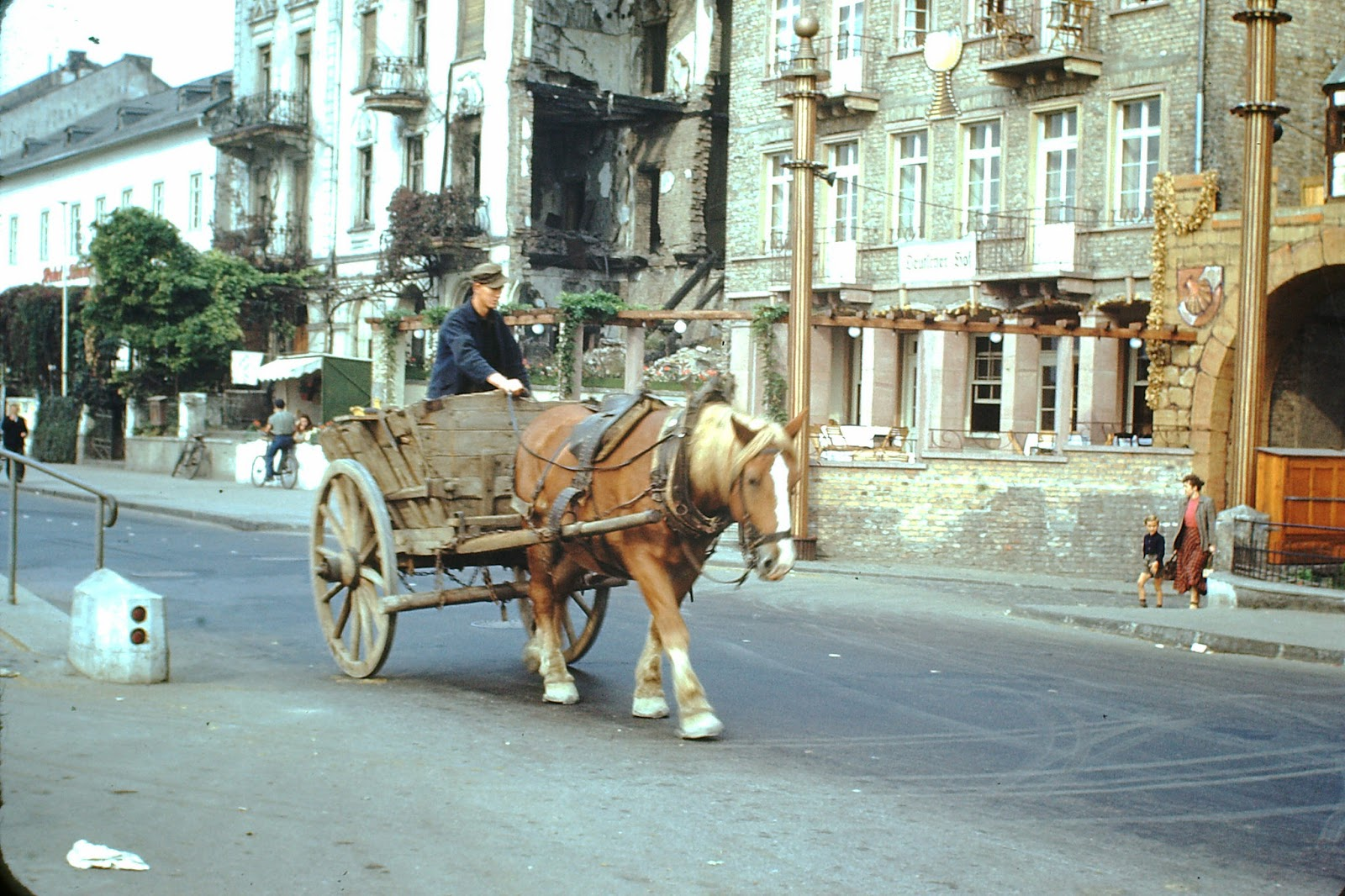 36 Amazing Color Photographs of West Germany After the War