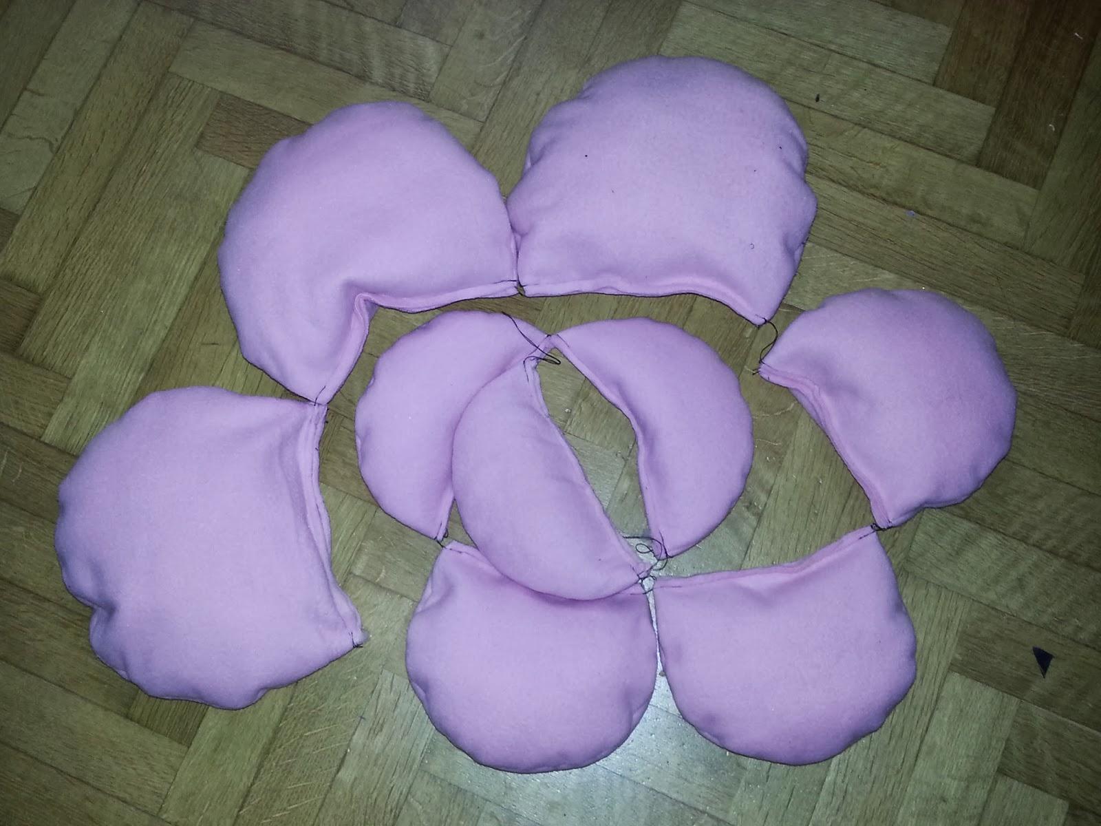 le idee di pizzipazzi: cuscino a forma di rosa
