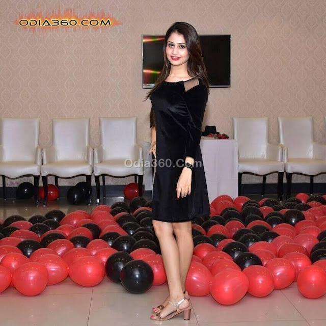 Poonam Mishra Hot Sexy Pretty Image Pics Wallpaper