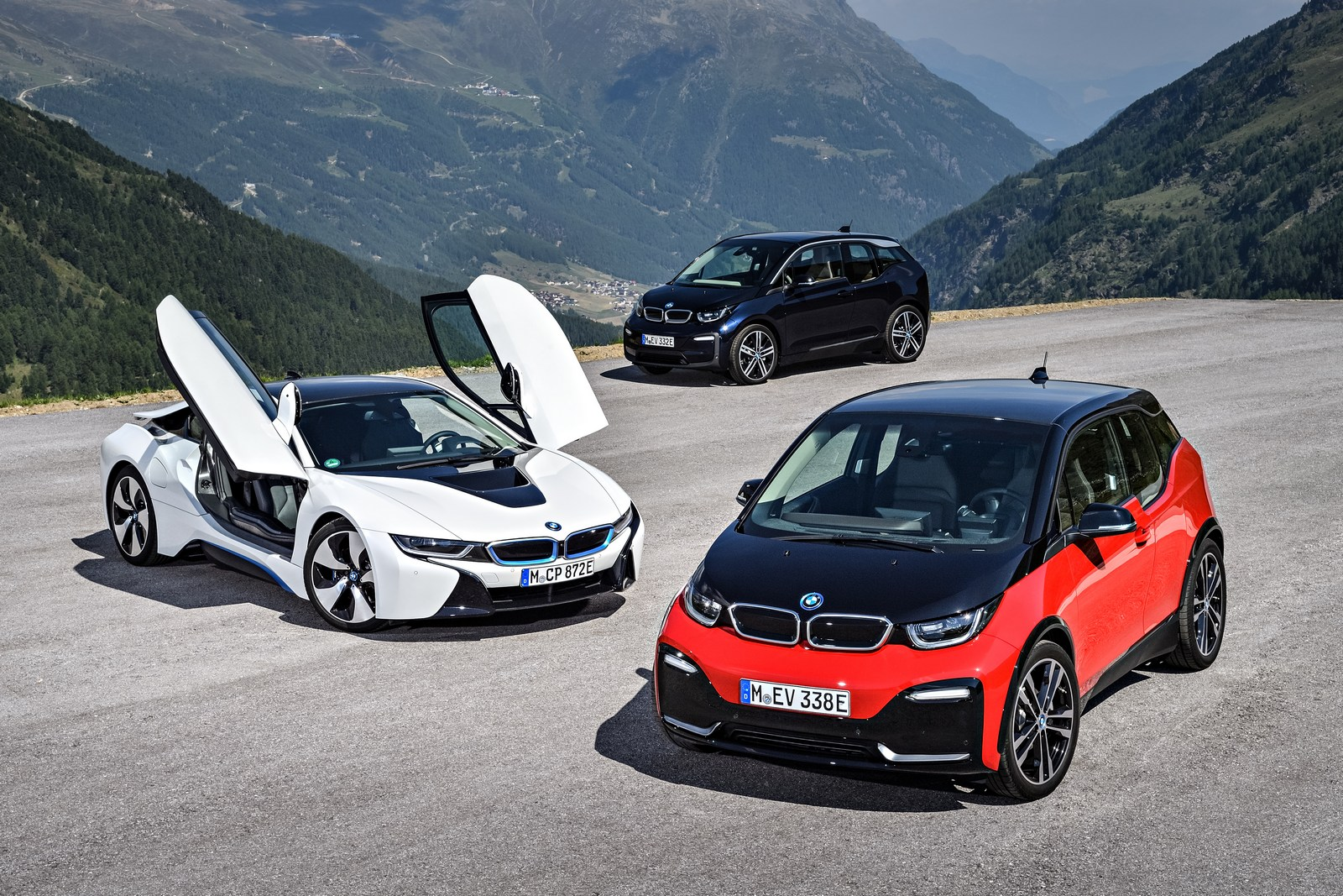 2018 bmw i3s debuts with upgraded motor sportier styling carscoops. Black Bedroom Furniture Sets. Home Design Ideas