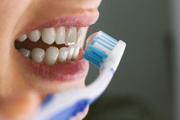 3 thói quen đánh răng tưởng sạch nhưng sẽ khiến răng rụng sớm không ngờ