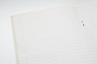 quaderno a righe per esercizi di grammatica