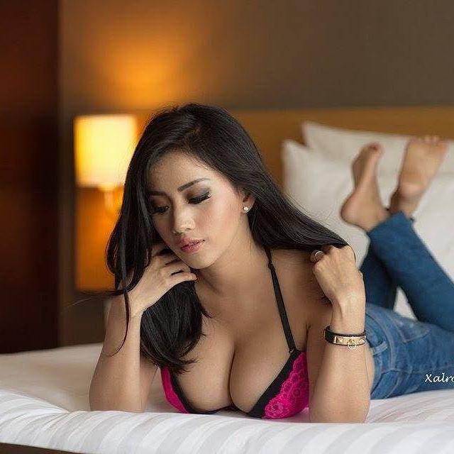 Chacy Luna Seksi Pose Di Ranjang