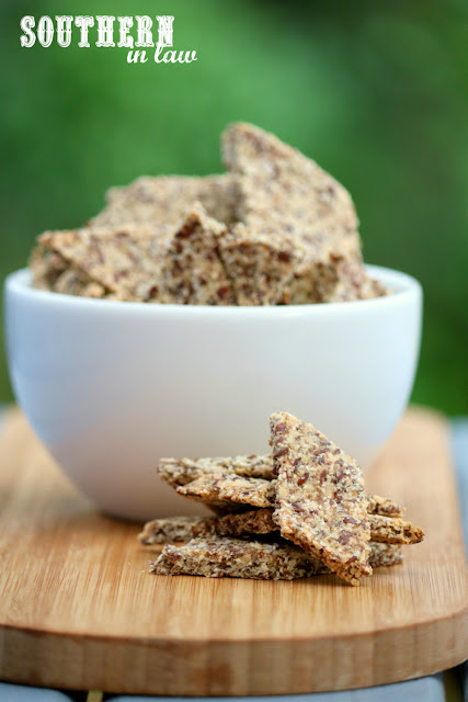 Easy Homemade Paleo Crackers Recipe - gluten free, vegan, grain free, low carb, dairy free, egg free, clean eating recipe, nut free, high fiber