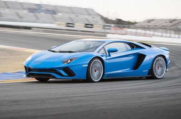2017 Lamborghini Aventador S First test Drive