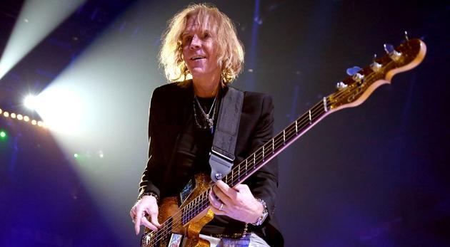 Tom Hamilton Bassist Aerosmith Tidak Akan Ikut Tur Konser Australia